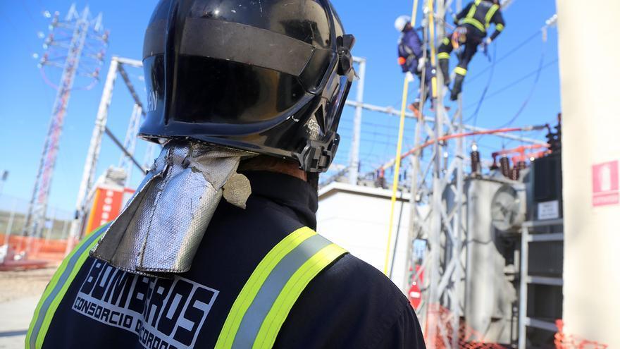 Los bomberos de Montilla reciben formación sobre riesgos de la electricidad