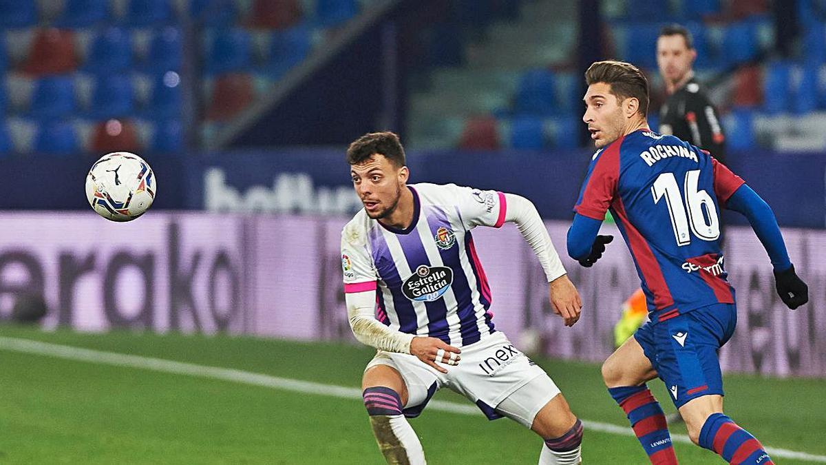 Rochina, durante el partido del Levante UD ante el Valladolid.  | EFE