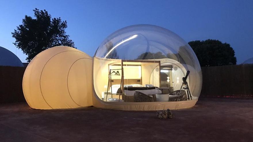 El primer 'camping burbuja' de la C. Valenciana para dormir bajo las estrellas