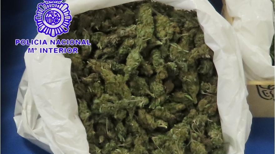 Detenidos un matrimonio y su hijo por venta al menudeo de cannabis en una calle de Valladolid