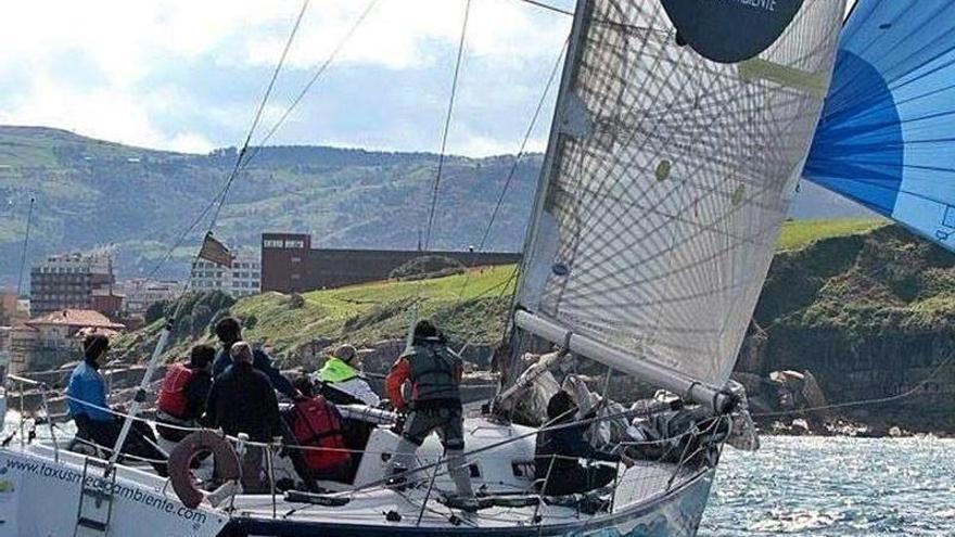 """El """"Taxus"""" gana la regata a dos de la Semana Asturiana"""