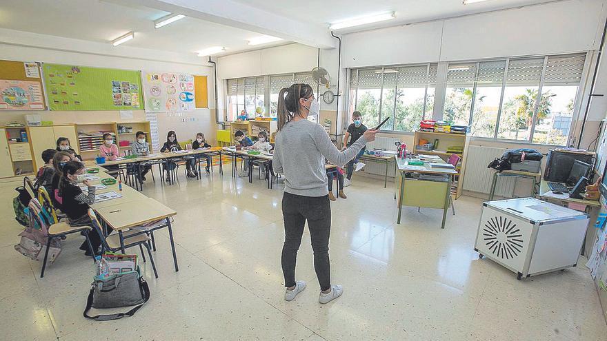Educación dota de  2,5 millones de mascarillas FFP2 a los docentes hasta que los inmunicen