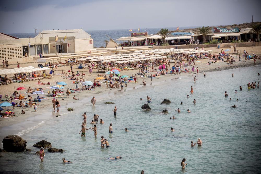 Tabarca, en Alicante, con bandera azul.