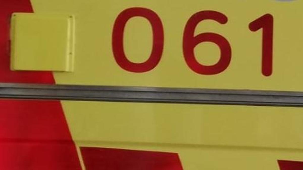 Archivo - Una ambulancia de soporte vital básico del SAMU 061 de Baleares, aparcada en el Hospital Son Espases.