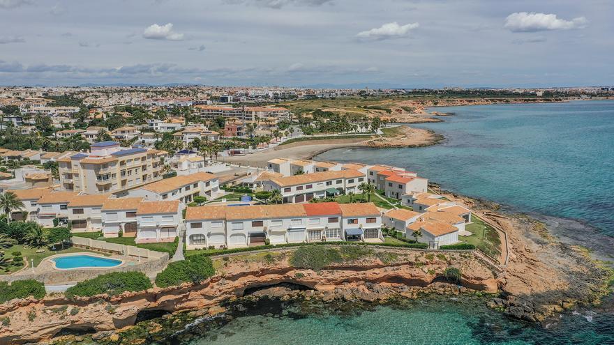 BBVA prevé que la llegada de turistas extranjeros impulse el sector inmobiliario alicantino en 2022