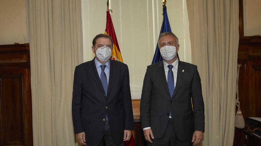 Reunión de Ángel Víctor Torres con el ministro de Agricultura, Luis Planas