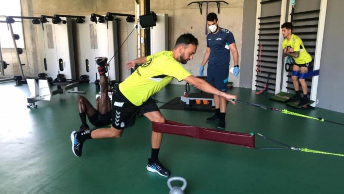 Deivid realiza ejercicios en el gimnasio de la ciudad deportiva.