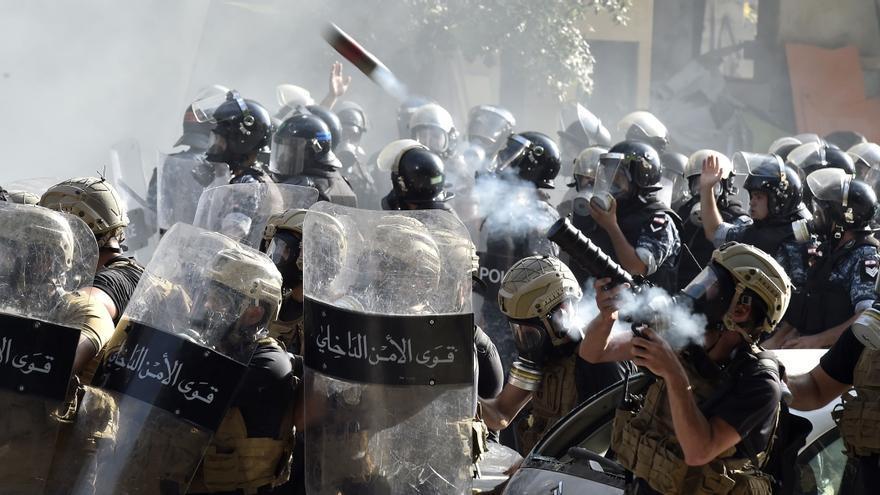 Las protestas de Beirut dejan al menos 172 heridos y un policía muerto
