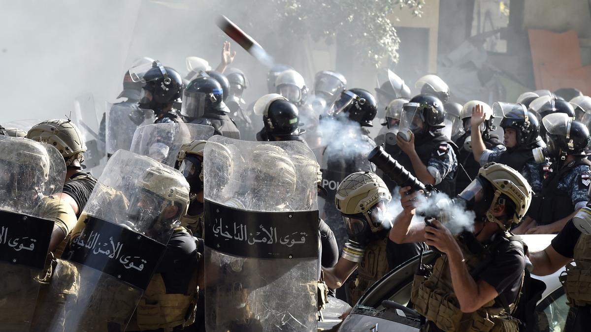 Enfrentamientos entre Policía y manifestantes en Beirut.