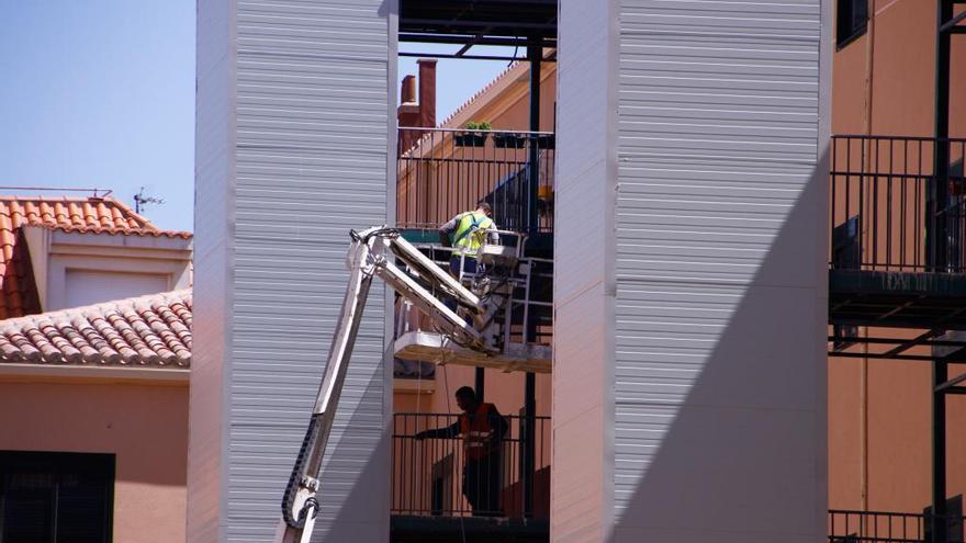 Instalación de ascensores en un antiguo programa de rehabilitación en Los Bloques