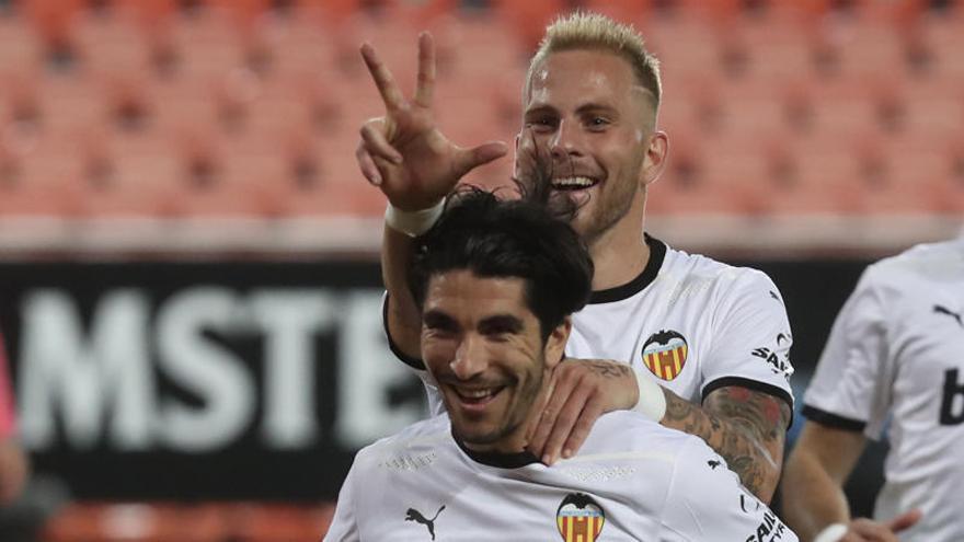 Así fueron los tres penaltis de Carlos Soler
