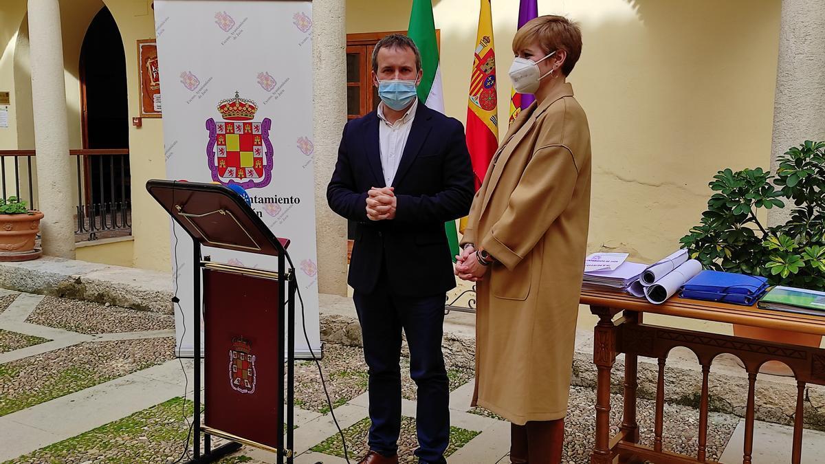 Julio Millán (PSOE) y María Cantos (Cs), en una imagen de archivo.