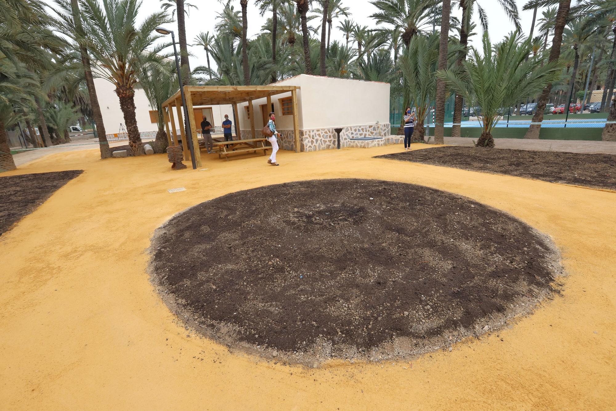 Orihuela inaugura un centro de acogida al visitante en el Palmeral