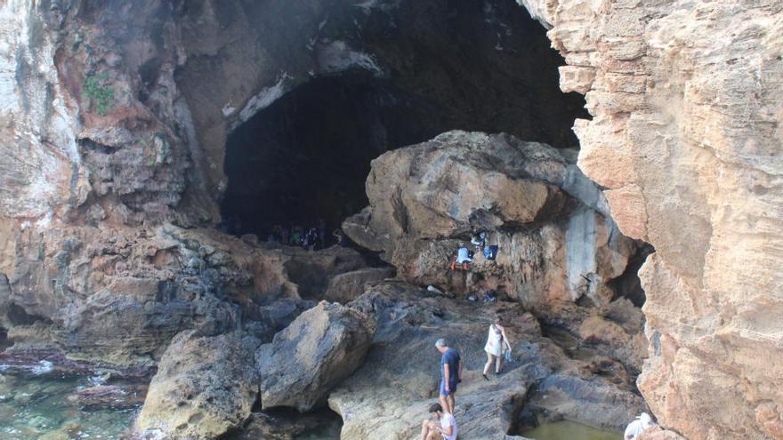 Rescatan a un hombre inconsciente en la Cova Tallada