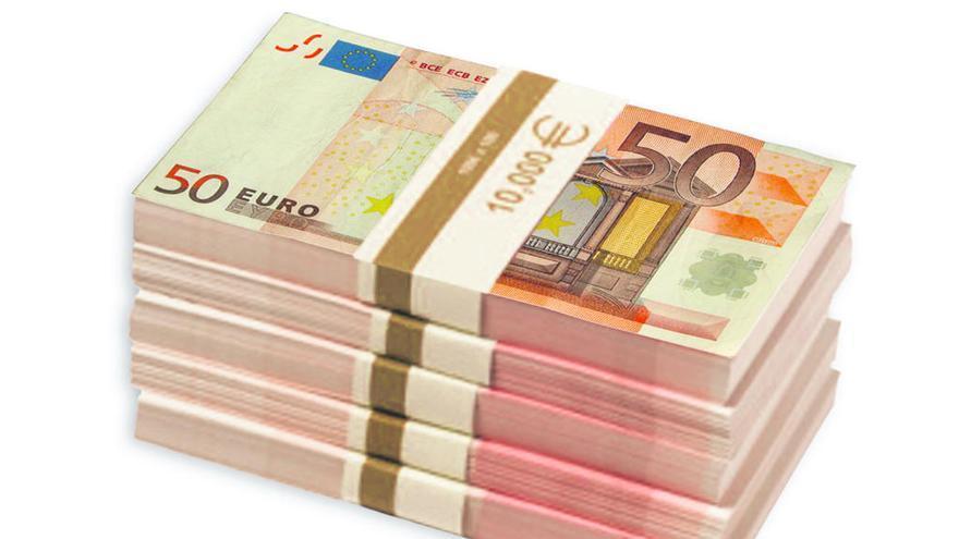 Encuentra un billete de 50 euros en La Mota y lo entrega en la sede policial