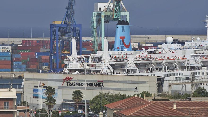 Grimaldi compra la terminal del Puerto de València de Trasmediterránea y 5 buques