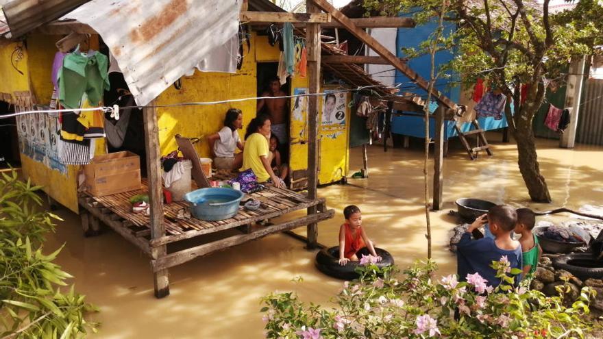 Al menos 16 muertos por el paso de un tifón en Filipinas