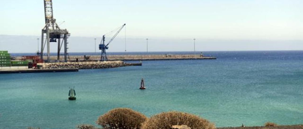 Acciona y Lanzagrava construirán el nuevo dique del puerto de Los Mármoles