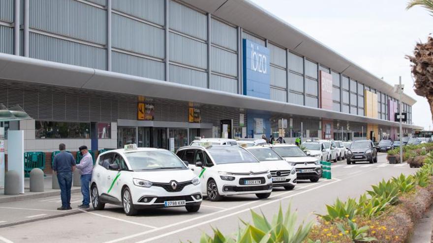 Sant Josep y Sant Antoni rehúsan aclarar si los taxistas tienen que explotar sus licencias en exclusiva