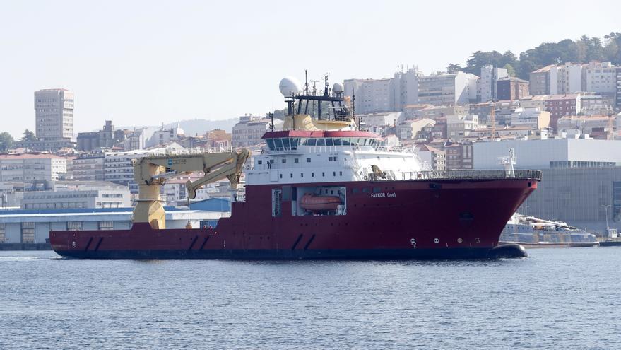 El oceanográfico del exdirector de Google ya surca la ría de Vigo hacia las gradas de Freire