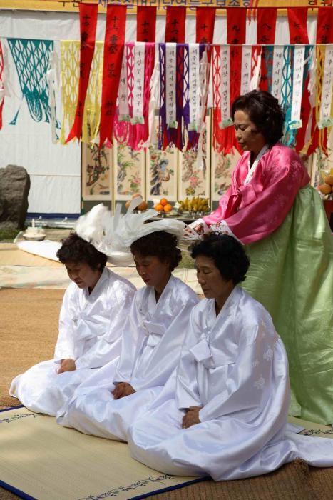 Corea del Sur - El rito Yeongdeunggut en Chilmeoridang de la Isla de Cheju para solicitar buena pesca.