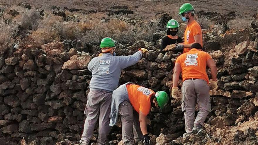 Un grupo de 15 desempleados se forman en la profesión de pedreros a través de un proyecto