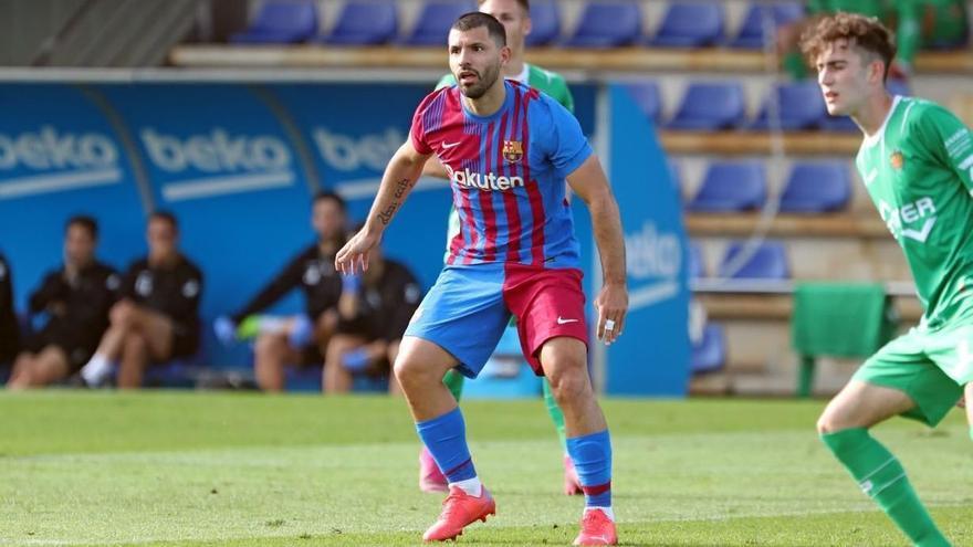 Asoma el Kun Agüero en el Barça