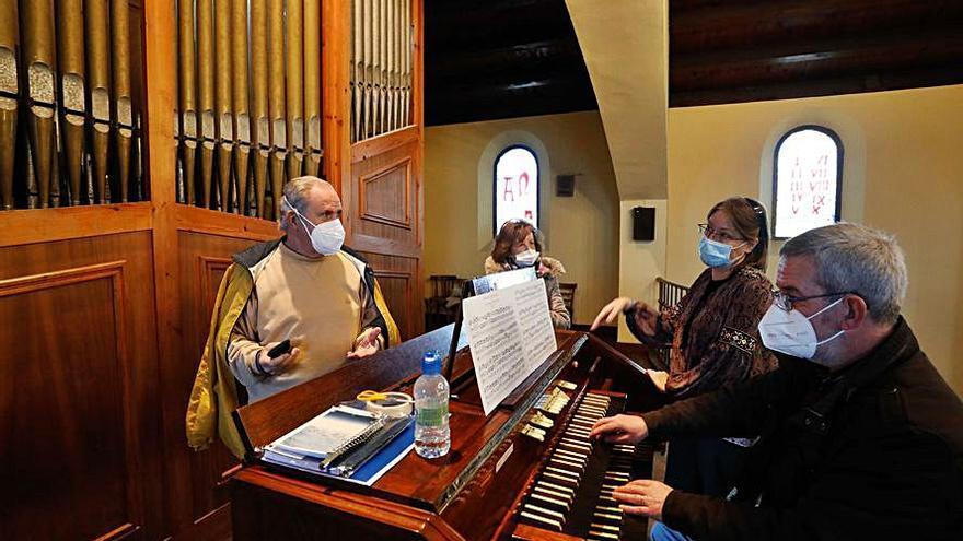 Judit Busquets imparte su primera clase en el órgano de Llaranes