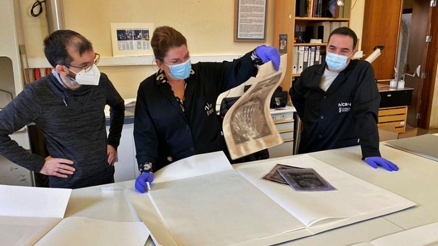 Restauran diez obras de arte que se exhibían en el museo tras legarlas Fuster a Sueca