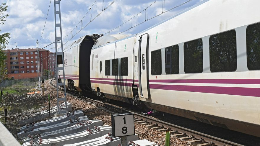 La salida de vía de un Alvia Madrid-Gijón en León obliga a trasbordar a 40 pasajeros