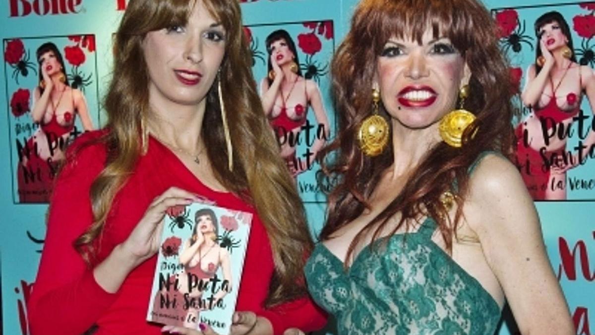 La escritora Valeria Vegas junto a Cristina Ortiz, 'La Veneno'.