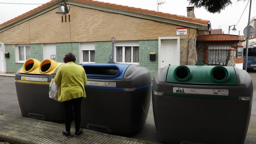 ¿Recoger la basura?: 69 euros al año en Gijón, 194 en San Sebastián