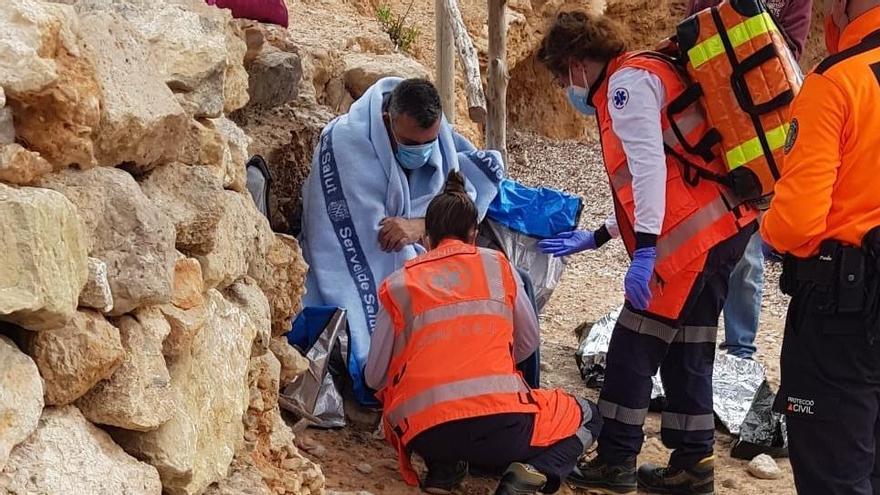 Rescatan a un pescador tras caer al mar en Ibiza