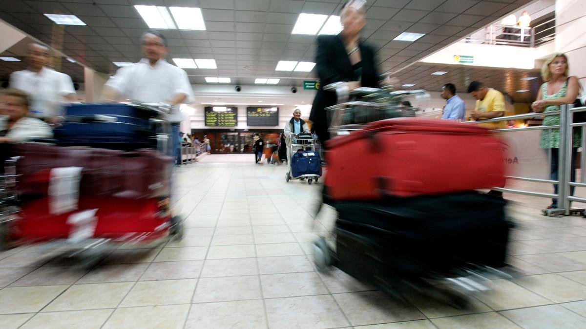 Viajeros en el aeropuerto de Nueva York.