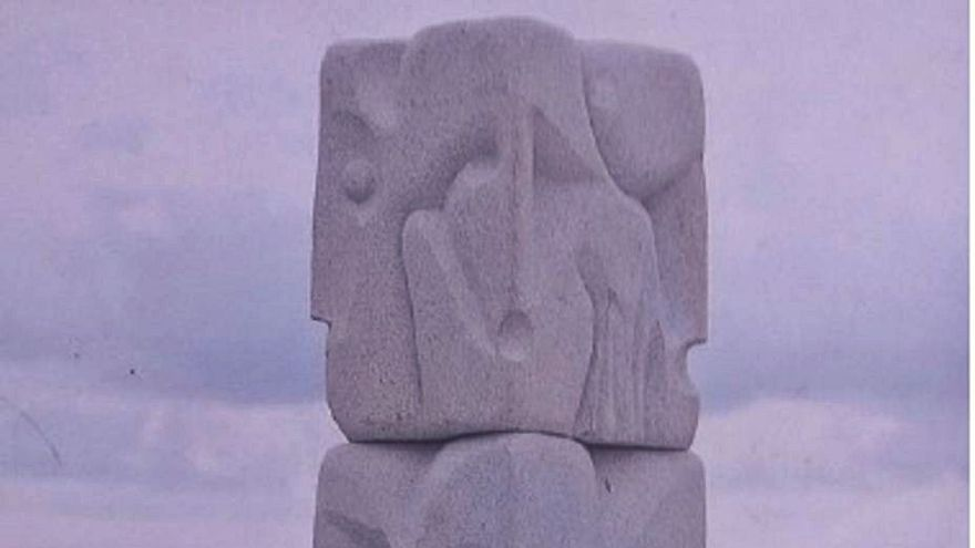 """""""Amor"""" en piedra a los sanitarios"""