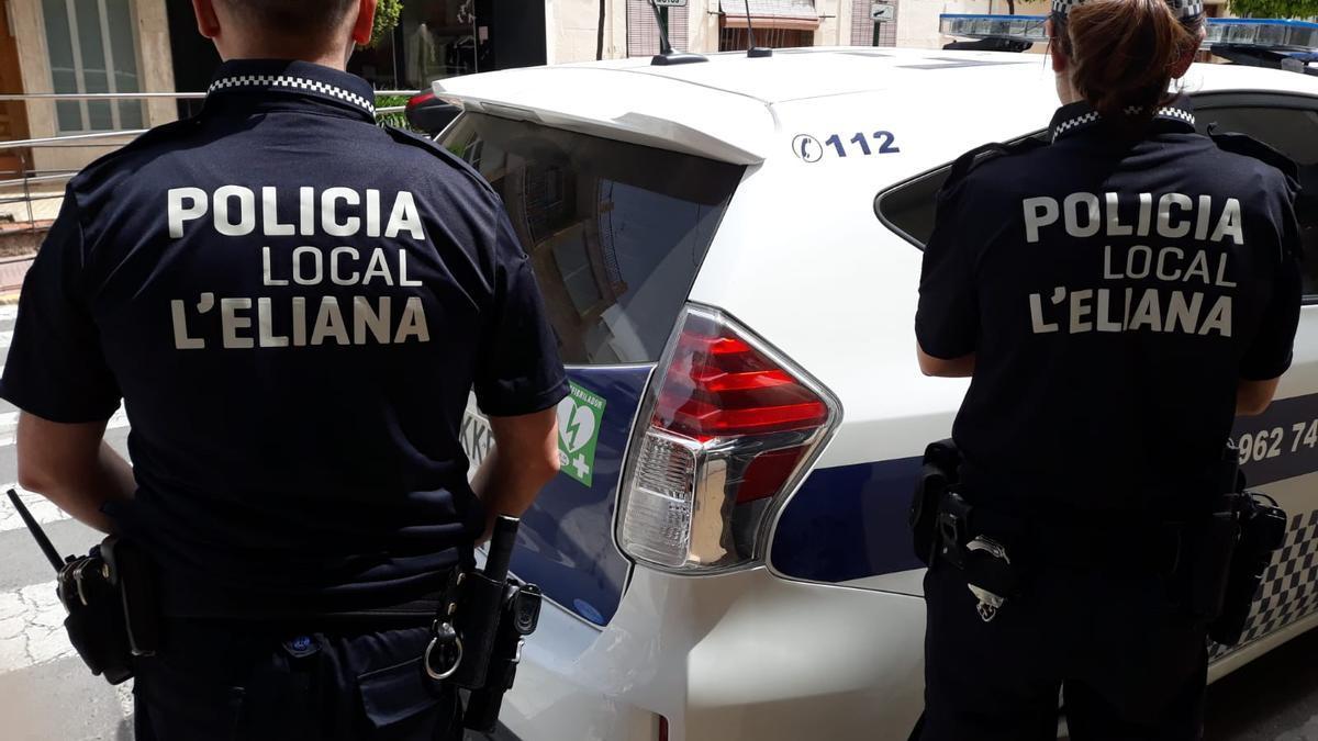 La Policía Local de l'Eliana impone 21 multas por incumplir las normas contra el covid-19 este fin de semana