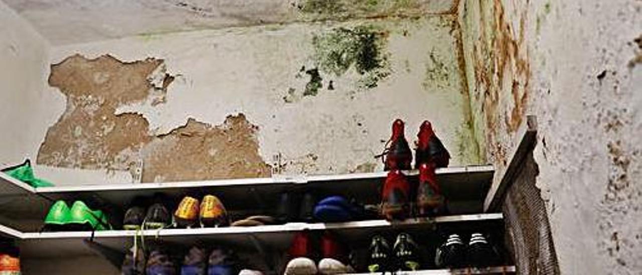 """El Marino vive con """"miedo"""" por el mal estado de los vestuarios de Miramar"""