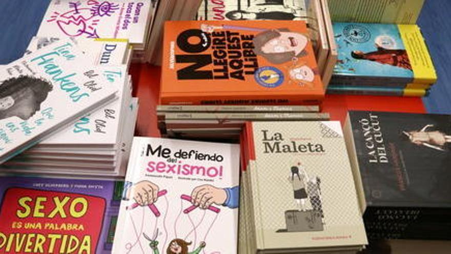 """El llibre infantil i juvenil confia a mantenir el 34% del """"pastís"""" de les vendes de Sant Jordi"""