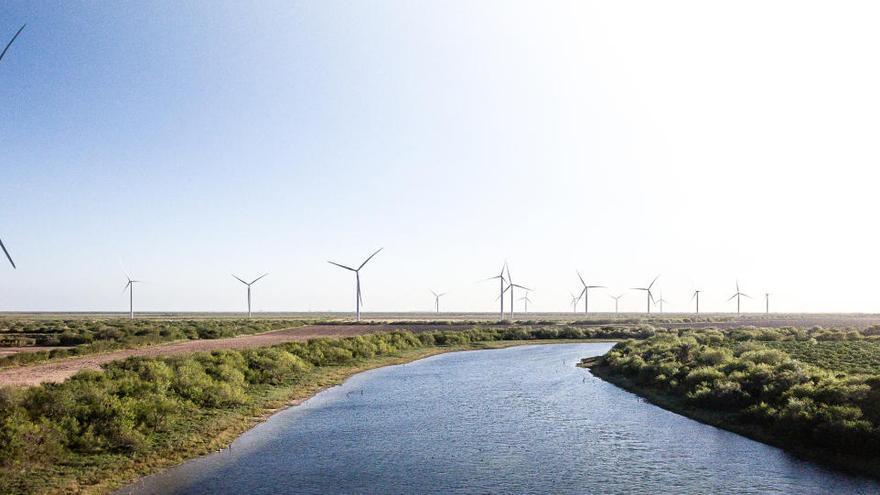 Orihuela apoya un proyecto para la desalinización de agua con energía eólica
