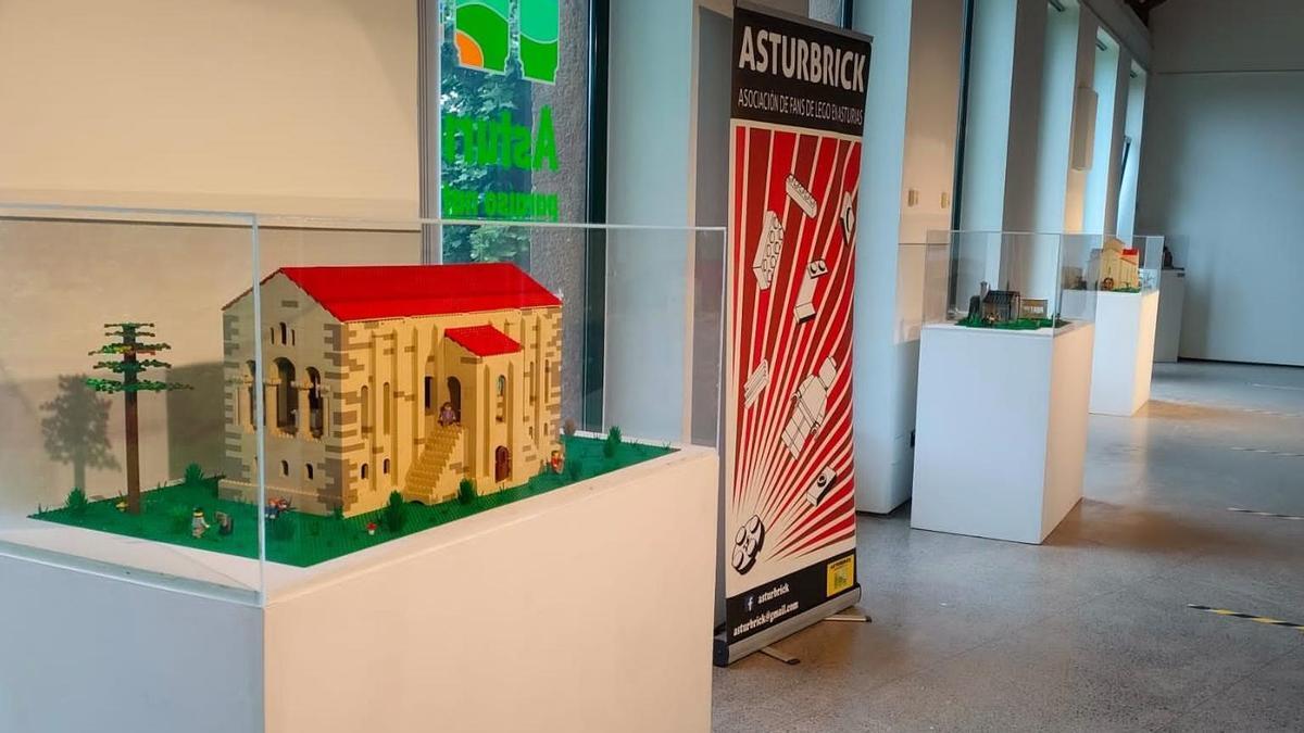 Imagen de la reproducción de Santa María del Naranco en piezas Lego.