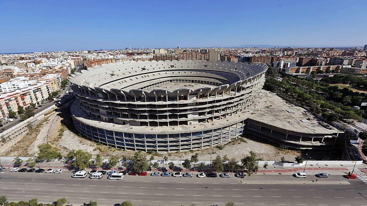 El nuevo estadio inacabado en la avenida de las Corts Valencianes. | M.A.MONTESINOS