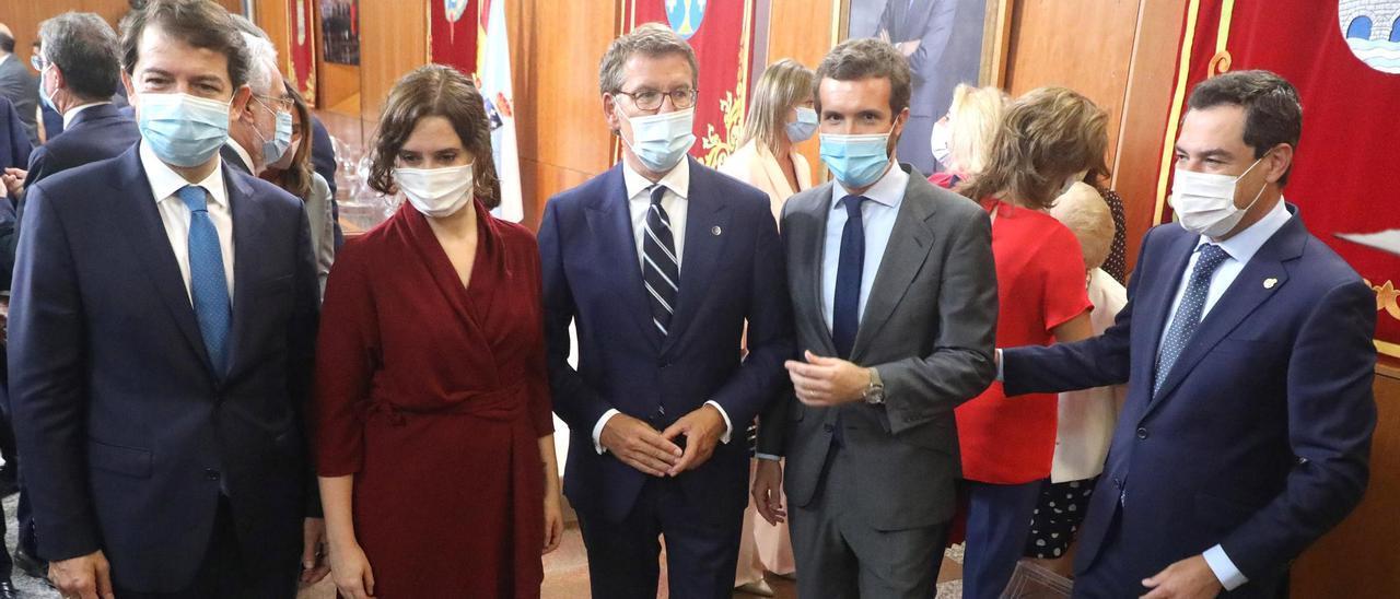 Mañueco, desde la izquierda, Ayuso, Feijóo, Casado y Moreno en la toma de posesión del presidente de la Xunta