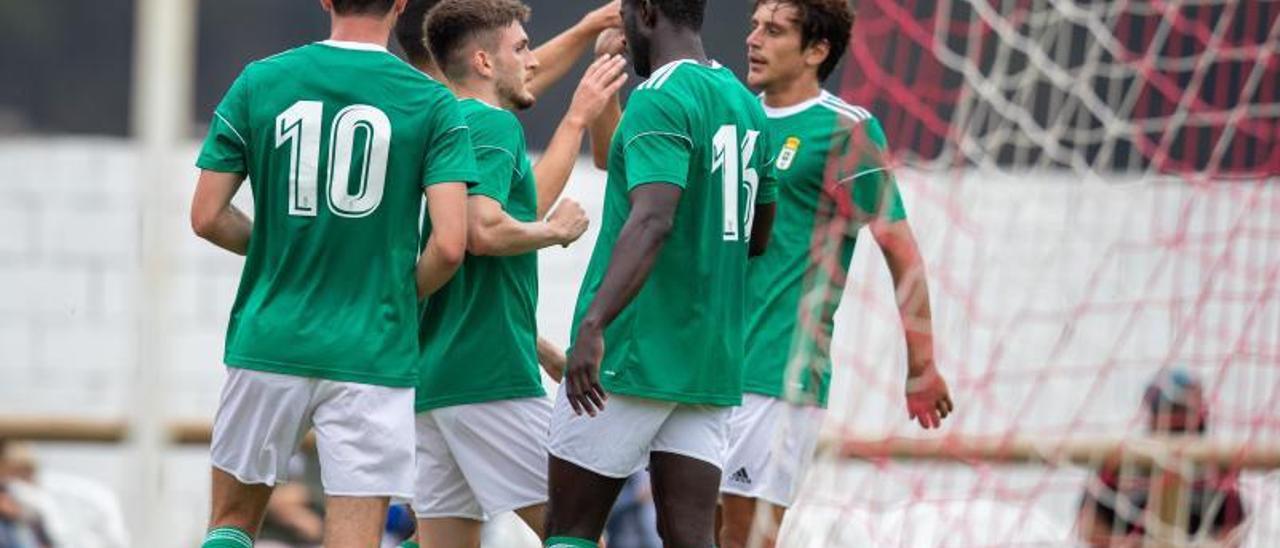 Borja, Viti, Obeng, Sangalli y Lucas (tapado), celebran el primer gol del Oviedo ayer en El Pardo.   Real Oviedo