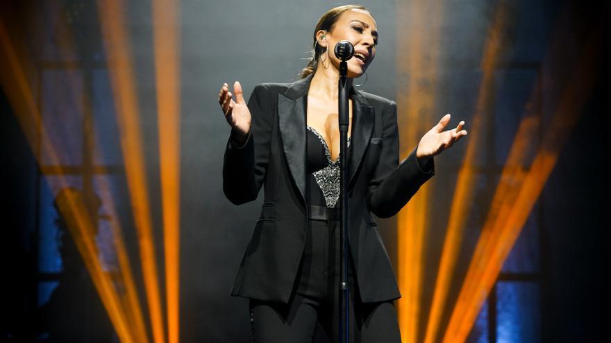 Mónica Naranjo pone en pie a Les Arts durante varios minutos en el estreno de su nuevo espectáculo