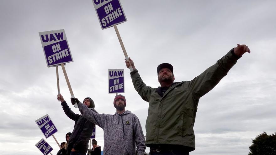 Los trabajadores de EEUU sacan músculo con la mayor ola de huelgas en décadas