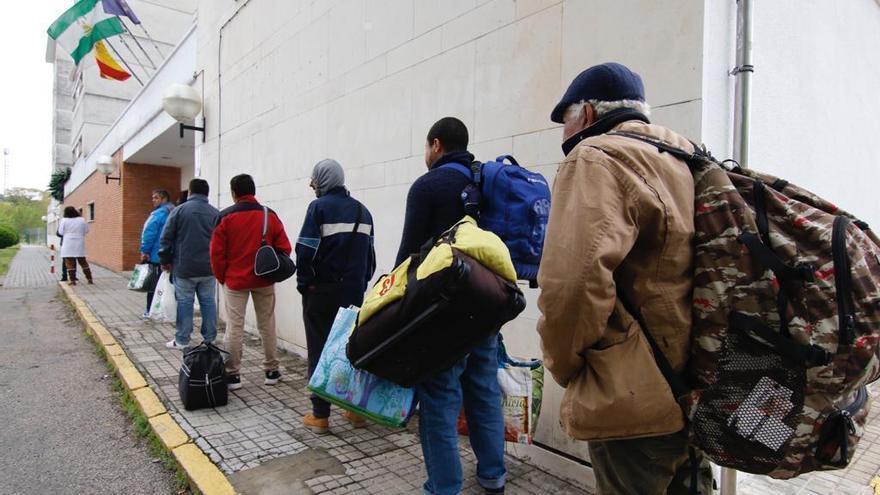 El colegio Séneca cierra sus puertas tras la salida de una veintena de personas sin hogar
