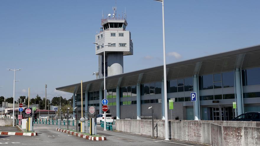 Comprar vuelos a última hora sale caro en Peinador: billetes con Madrid a precio de internacionales