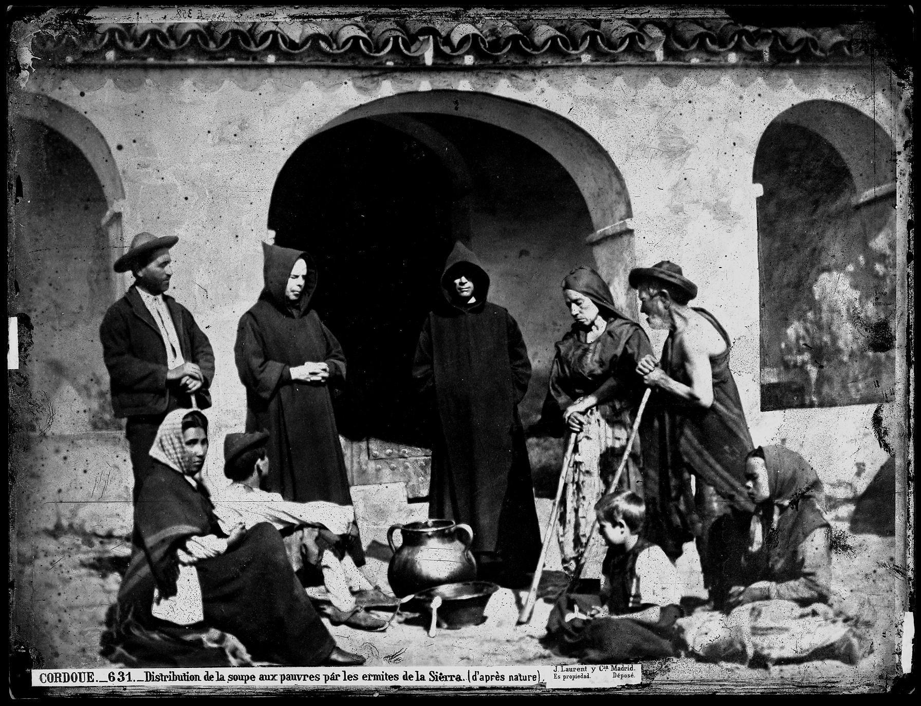 631 C�rdoba Distribuci�n de la sopa de los pobre servida por los ermita�os de la sierra.jpg