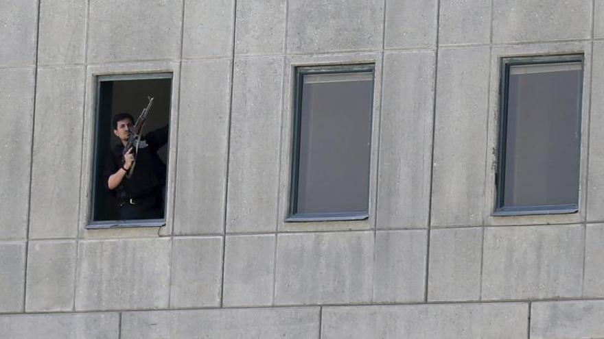 Dotze morts en dos atacs d'Estat Islàmic a Teheran