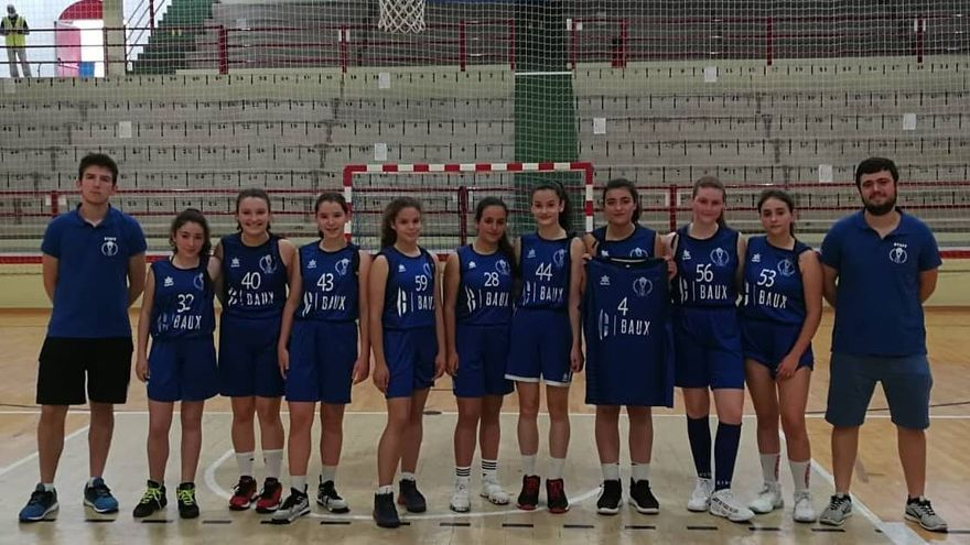 Uno de los equipos femeninos del CB Segorbe con la camiseta '4' de Sonia